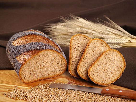 Mohn-Weizenvollkorn-Brot